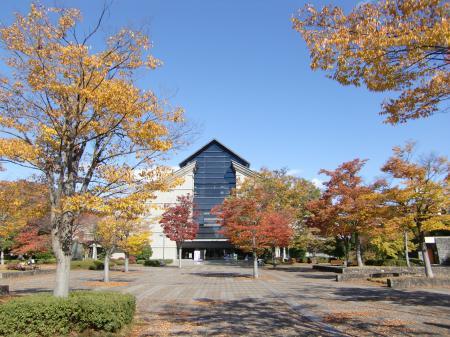 紅葉の山形美術館