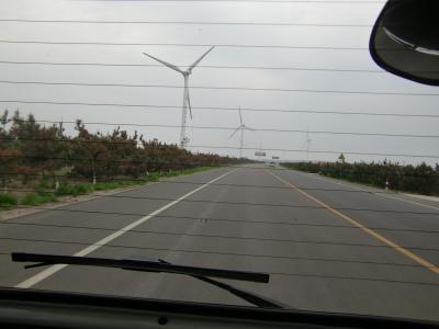 どこまでも続く、風力発電塔