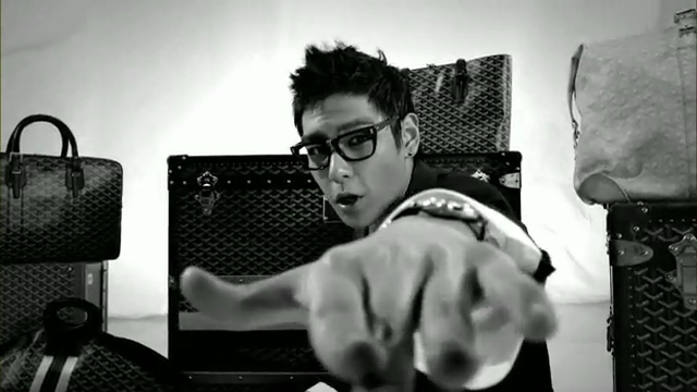 MV Full HD l T.O.P - Turn It Up「K-Pop June 2010」.flv_000115052
