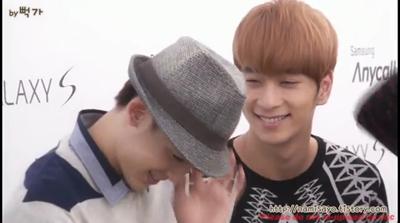 100915 Samsung Galaxy Fanmeeting 2PM Chansung Nichkhun Love Cam.flv_000007125