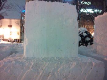雪像のもと