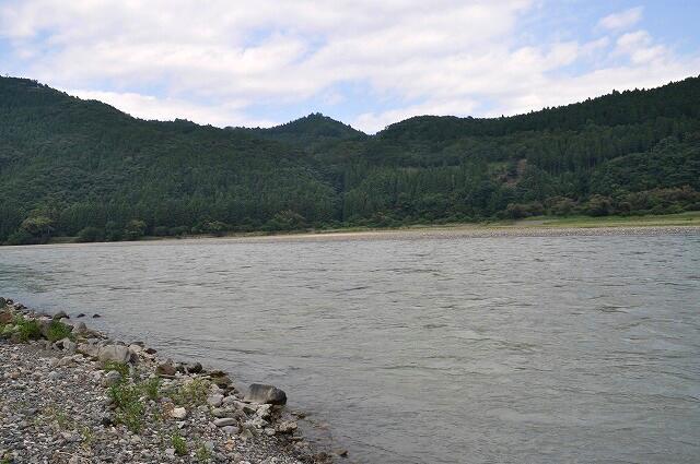 大斎原からみた熊野川1