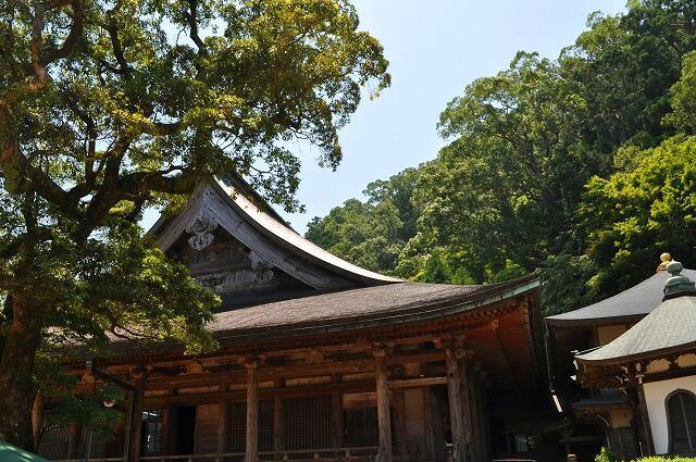 青岸渡寺のお堂裏