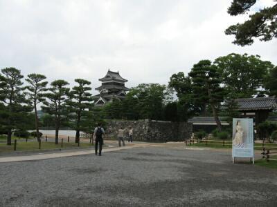 rich plum-松本城の正面口