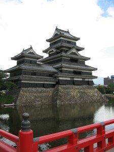 rich plum-橋からみた松本城