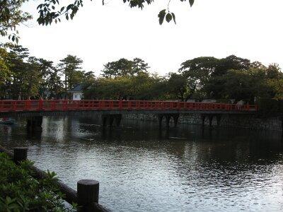 rich plum-堀に架かる橋