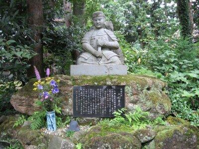 rich plum-上杉景虎の像