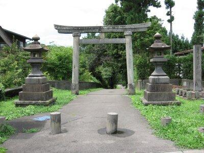 rich plum-居多神社の参道