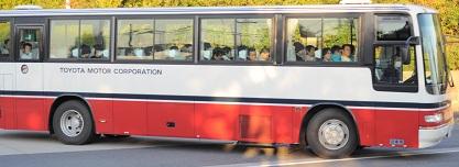 期間従業員を乗せたバス