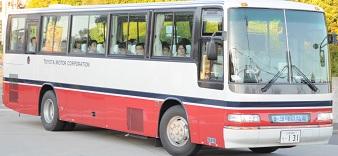 トヨタの期間従業員はバスで通勤