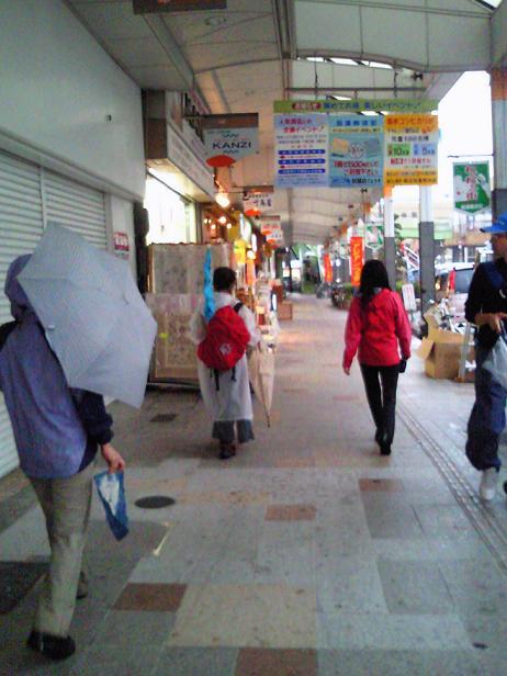 高浜神社参拝を終え いよいよ吹田の商店街にまでくる