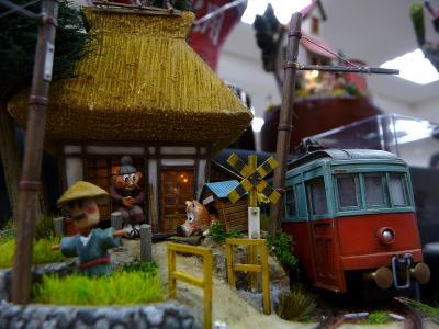 藁葺き婆さんと電車