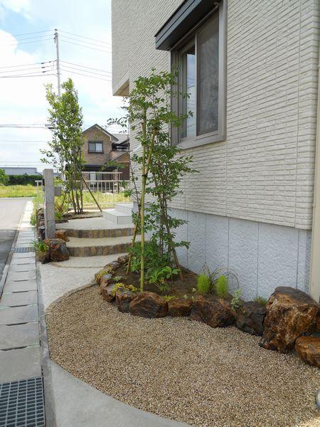 玄関前の庭2