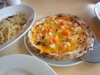 110302 PiSOLiNO 海鮮ピザ、ペペロンチーノ