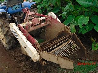 里芋掘り機