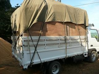 籾殻満載トラック