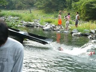 川と滑り台と私