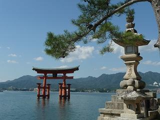 厳島神社の鳥居(満潮)