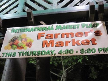 ワイキキの中心でファーマーズマーケット
