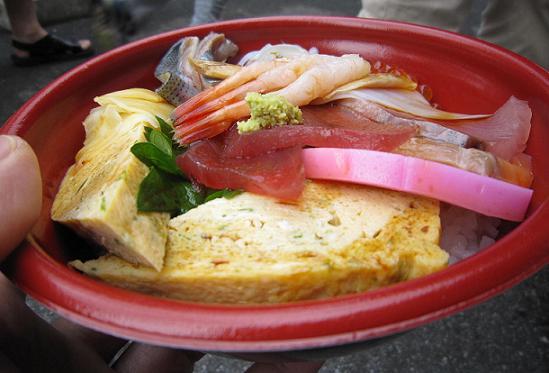 海鮮丼、ご飯が見えない・・・