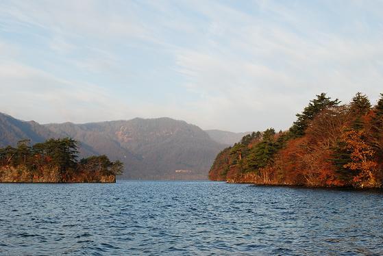 夜明けの十和田湖です~
