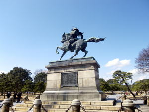 楠正成の像