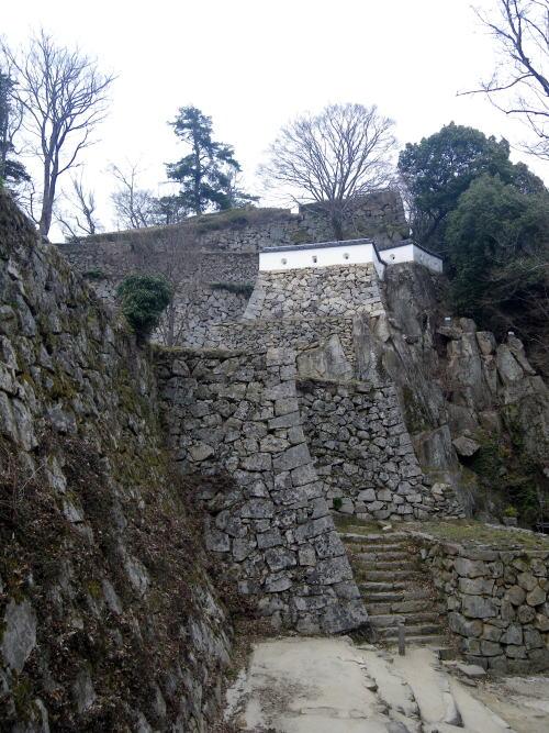 備中松山城 石垣と巨岩と櫓