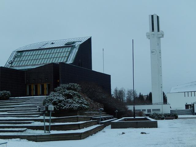 市庁舎とLakeuden Risti教会