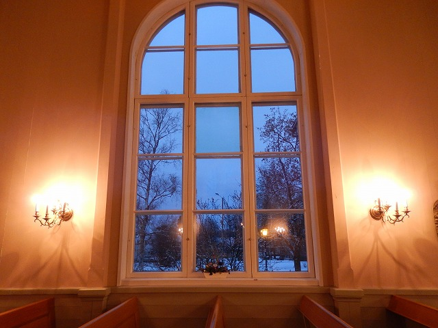教会の窓から