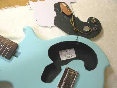 エレキギター内部