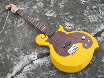 黄色ギター