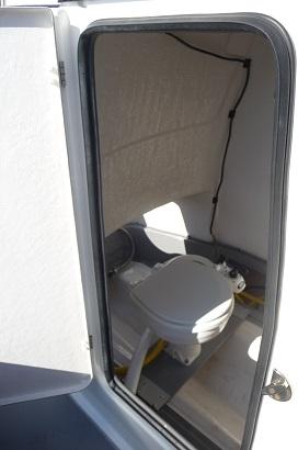 トイレ-B