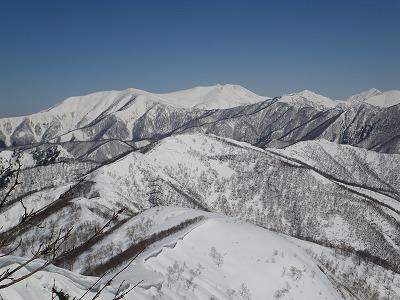 頂上からの平標と仙ノ倉