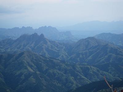 展望台から鹿岳と妙義