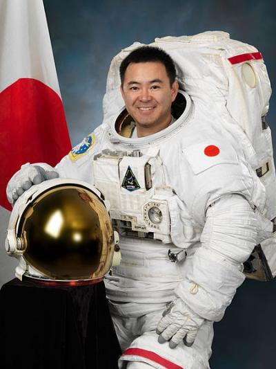 450px-Akihiko_Hoshide_2012_convert_20130222120448.jpg