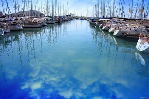 海に写る空