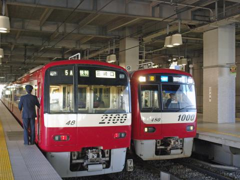 上大岡駅に停車中の京急本線