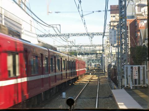 京急本線の車窓から見た線路の景色