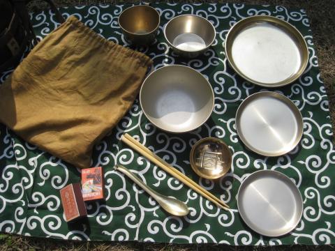 金の茶碗に竹の箸