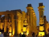 ライトアップのルクソール神殿