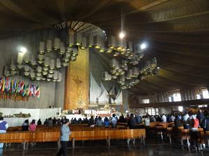 新グァダルーペ寺院内ミサの風景