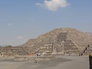世界遺産〝ティオティワカン〟月のピラミッド