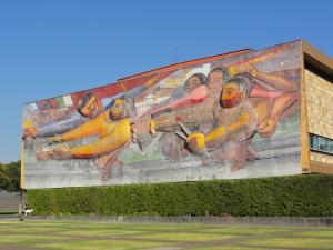 Mexico国立大学内にある世界遺産の壁画②