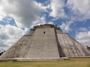 世界遺産〝ウシュマル遺跡〟内〝魔法使いのピラミッド〟