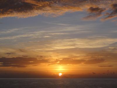 カリブ海に浮かぶ朝陽