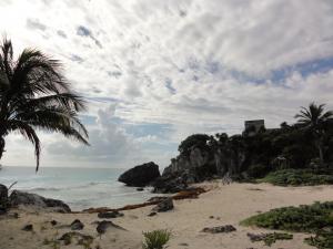 マヤ人最期の地海沿いにそびえる〝トゥルム遺跡〟