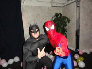 中身はプロレスラーのスパイダーマン&バッドマン