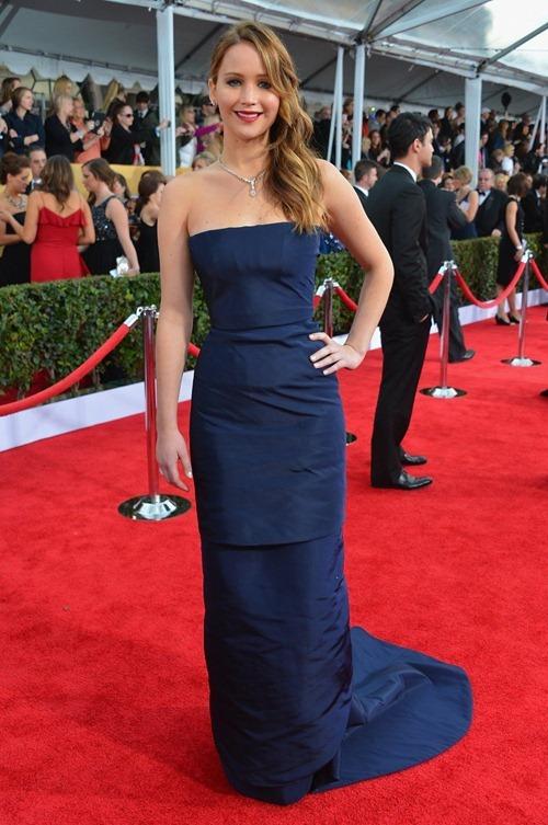 Jennifer Lawrence wardrobe malfunction SAG Awards 01