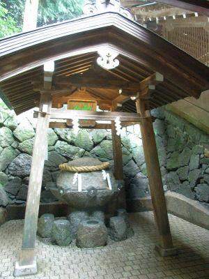 20101023狭井神社 薬井戸