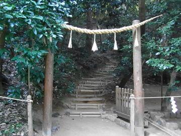20101023狭井神社 登山口